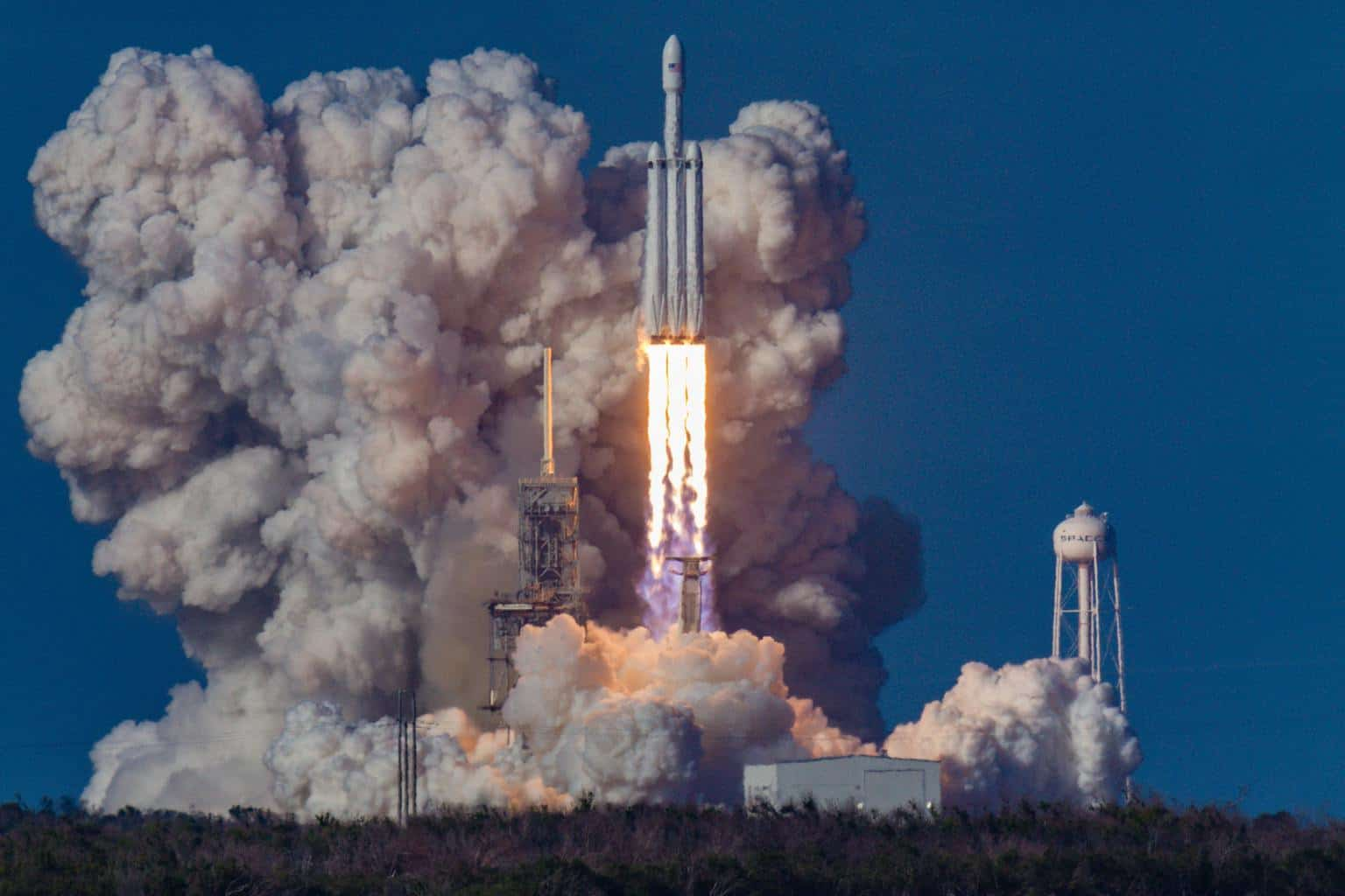 Outsourcing Digital Marketing? Here are the 10 Commandments for Your Success | The first launch of the SpaceX Falcon Heavy rocket from Kennedy Space Center, United States